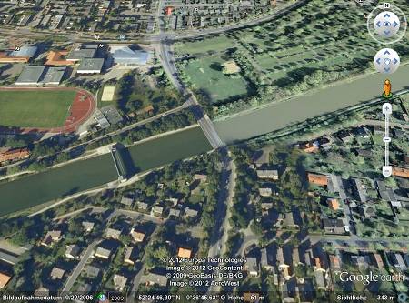 Screenshot aus google earth, detail der abrupt geänderten wasserfarbe